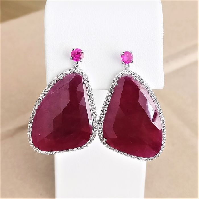 18 kt. White gold - Earrings - 43.97 ct Ruby - Diamonds