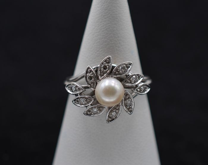 18 kt. Freshwater pearls, White gold - Ring - 0.23 ct cultured pearl - Diamonds
