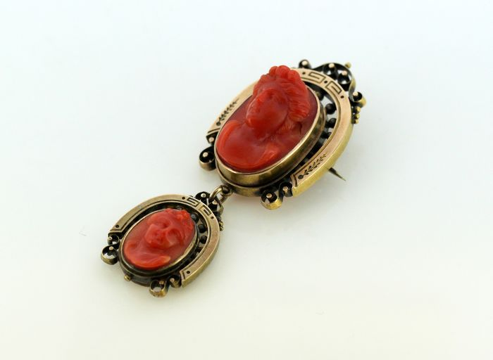 Victorian - 15 kt. Yellow gold - Brooch Coral - Diamonds