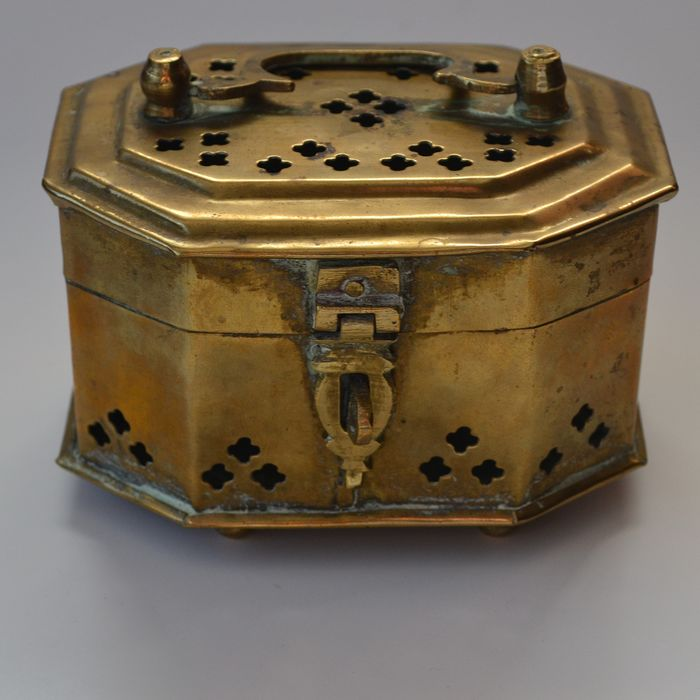 cricket box (1) - Brass - China - First half 20th century