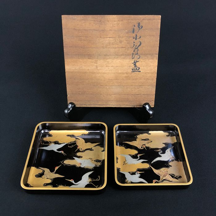 Lacquer ware/Urushi ware, Plates, with wood case (2) - Wood - Crane, Cloud 雲翔群鶴蓋 - Japan - Early 20th century