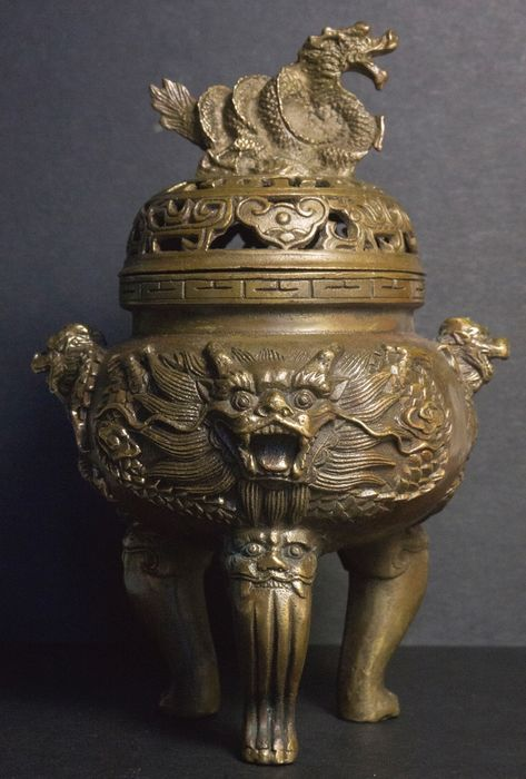 Incense burner decorated with dragons - Bronze - China - late 20th / early 21st century