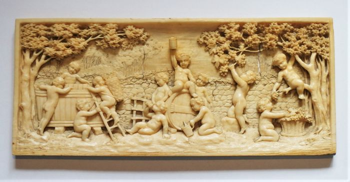 after Francois Duquesnoy (1594-1643) - Relief, Putti harvesting Grapes - Bacchanal - Ivory - mid 19th century