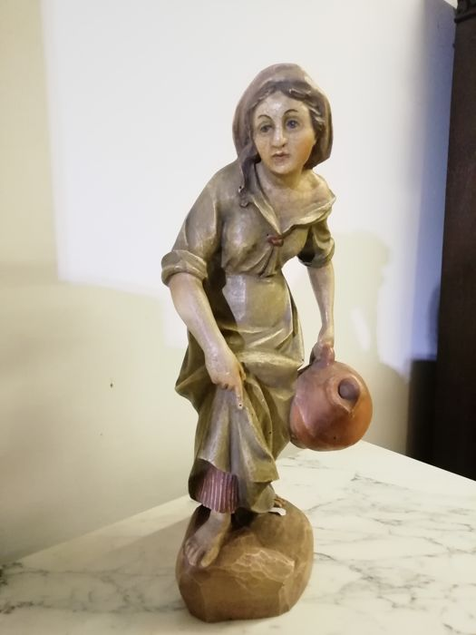 Sculpture, female figure with jar - 55 cm (1) - Wood - Early 20th century