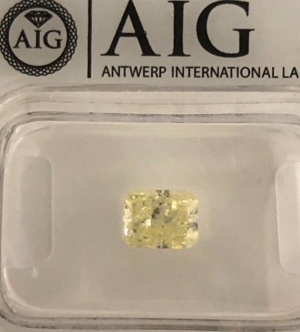 1 pcs Diamante - 1.00 ct - Radiante - fancy intens yellow - SI3