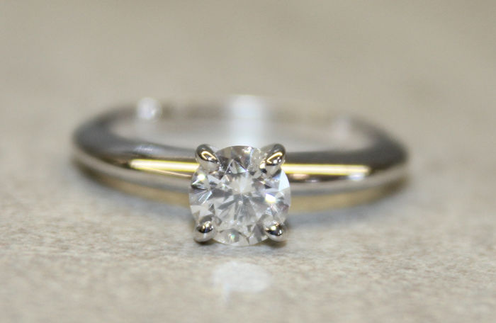 14 carats Or blanc - Bague - 0.61 ct Diamant