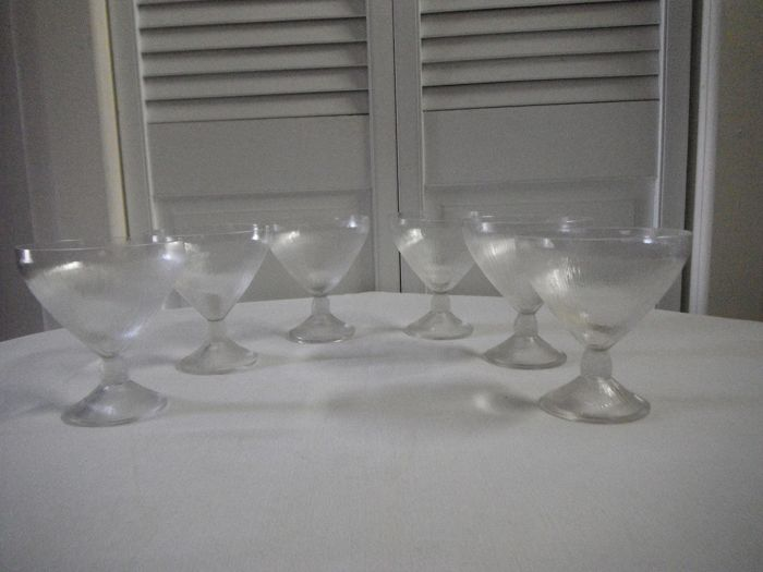 René Lalique - R. Lalique  - Drinkservies, Champagne Cups - Model 'Vine, striated' (6)