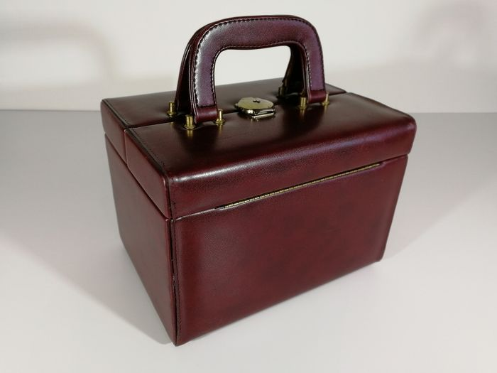 Elegant 60s medical case - Brass and skai leather