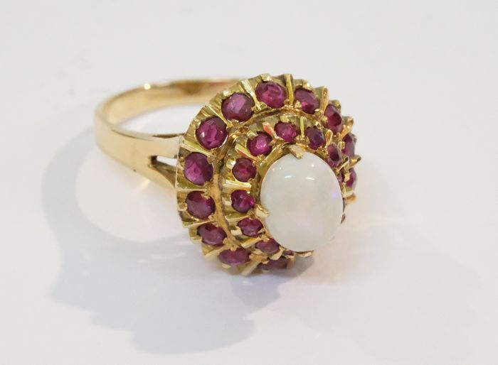 14 kt. Gold - Ring, Vintage classic ring Opal and rubies