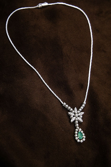 18 kt. White gold - Necklace with pendant Emerald - Diamonds