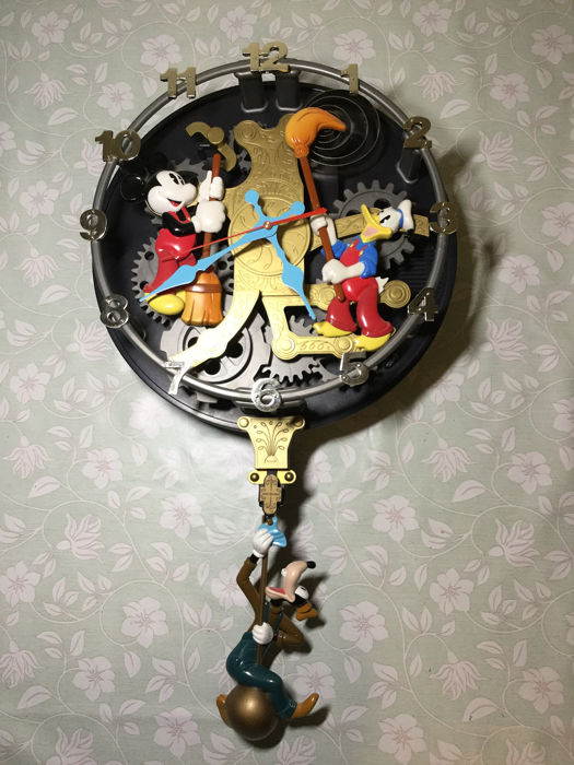 Disney - Animated Talking Wall Clock - Mickey Mouse - Clock Cleaners - (1980)