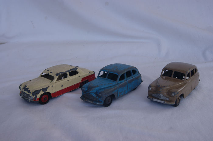 """Dinky Toys - 1:76 - 2 x Standard Vanguard no. First & Second Issue - 1948/'49 - Tow-Tones Ford """"FORDOR"""" Sedan no.170 - 1954"""