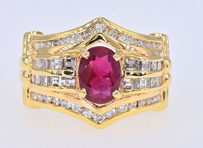 18 kt. Yellow gold - Ring - 1.44 ct Ruby - 1.10 Ct Diamonds