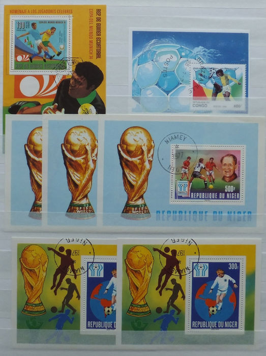 World - Beautiful batch of topical stamps Sports and Football with many blocks and sets in 2 stock books
