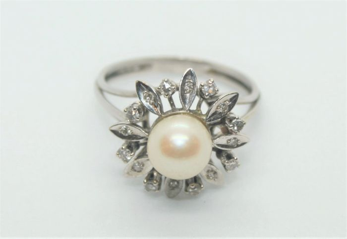 N/A - 19,2 kt. White gold - Ring Pearl - Diamonds