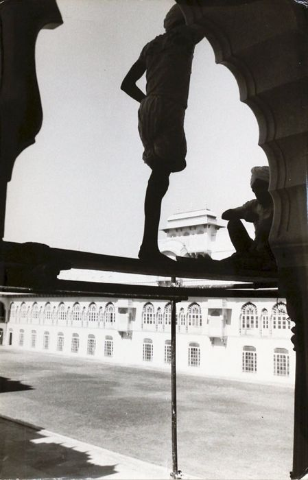 Federico Patellani (1911-1977) - Workers at the Maharajah's Palace in Jaipur, India, 1959