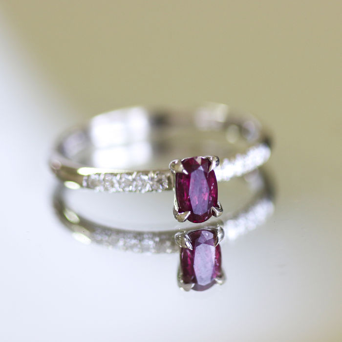 58ce8a8942009 14 kt. White gold - Ring - 0.48 ct Ruby - Diamonds, No Reserve Price -  Catawiki