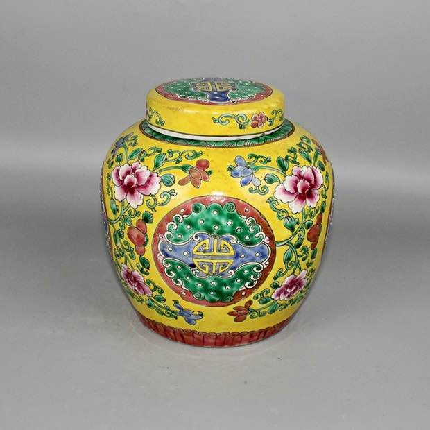 Hand warmer, Tea caddy - Yellow-ground - Porcelain - Flowers - China - Second half 20th century