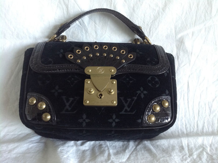 Louis Vuitton - Limited Edition Black Velours Alligator Irvine  Handtasche