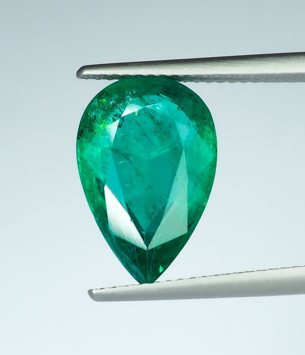 No Reserve -  Intense Green Emerald  - 4.97 ct