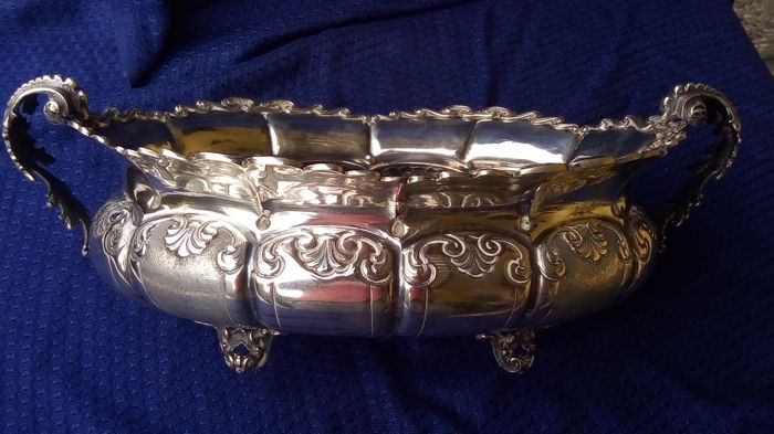 Centerpiece, Centerpiece in worked silver - .800 silver - Italy - mid 20th century
