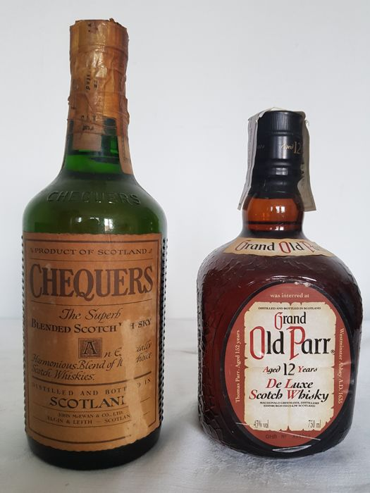 Chequers The Superb + Grand Old Parr 12 years old - b. 1960/70s - 75cl - 2 bottles