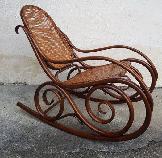 Rocking chair, Beautiful rocking Thonet style with seat and back in Vienna straw - Wood