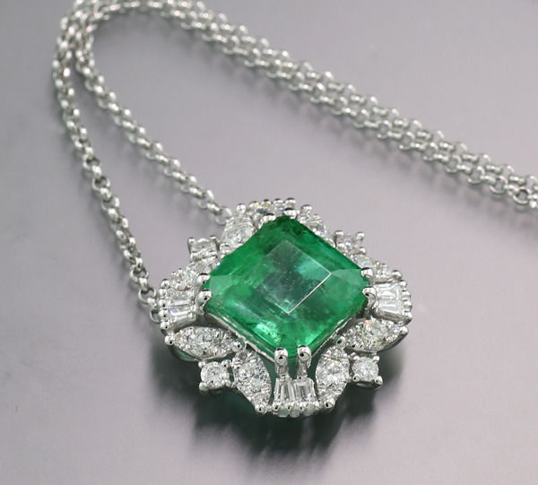 18 kt. White gold - Necklace with pendant - 2.40 ct High Carat Emerald Diamonds NO RESERVE