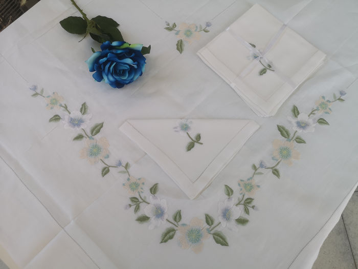 Spectacular pure linen 12x tablecloth with full stitch embroidery by hand - Linen - After 2000