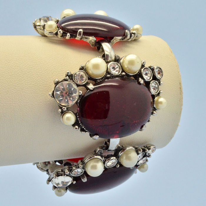 Selro Selini 1950s Wide Red Lucite Cabochon Faux Pearl Silvertone - Armband Crystals