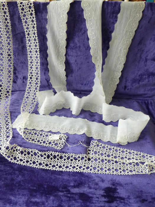 Antique Frivolité lace and embroidered lace - Handicraft. (2) - Linen - Early 20th century