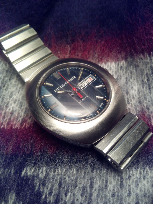 Ronda-Quartz -  Data - Day Extreme Super Rare 32768 Hz Quartz 1377 Swiss Made 3 jewels  - 11306 - Homme - 1970-1974