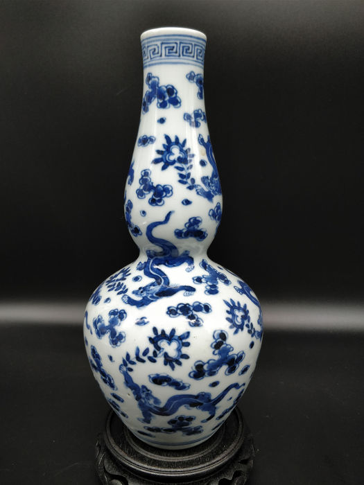 Vase - Blue and white - Porcelain - Dragon - China - Second half 20th century