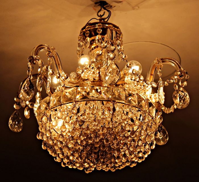 Chandelier with carved crystal structure. 10 points of light. 60's - Cut glass