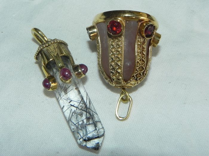 15 kt. Gold - Two interesting pendants gold / rubies / quartz / rock crystal / citrine for sale
