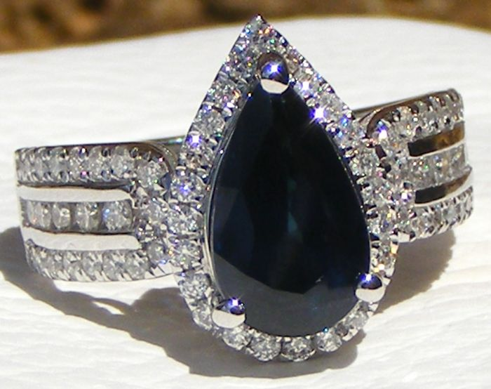 18 kt. White gold - Ring - 2.97 ct Blue Sapphire VVS1 certified Non Heated by GIA Laboratory - and Diamonds VS - No reserve price