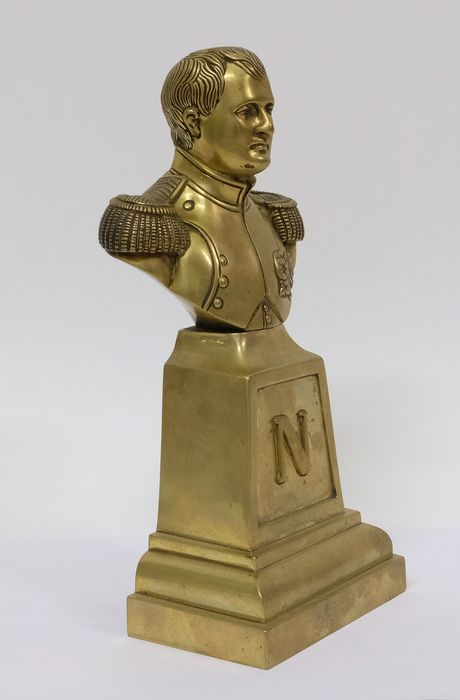 NAPOLEON BONAPARTE SCULPTURE ANTIQUE STYLE