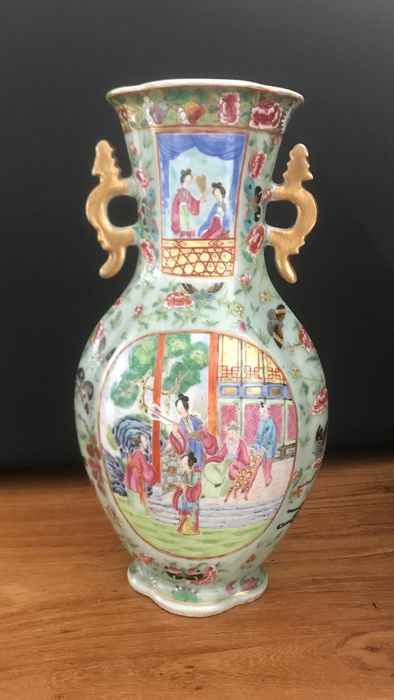 Porcelain Canton famille rose Vase (1) - Famille rose - Porcelain - butterflies, flowers and historical scenes - China - 19th century