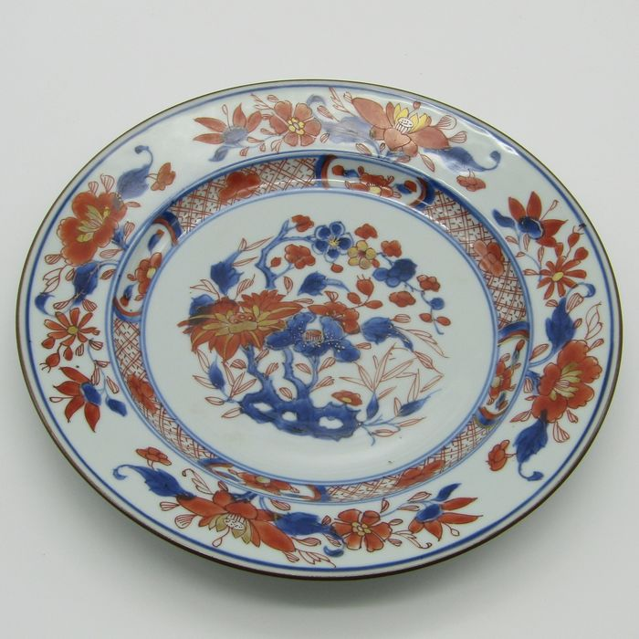 Plate (1) - Imari - Porcelain - Flowers - China - 18th century