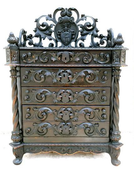 Neo Renaissance Dresser with Coat of Arms Adel Historismus Knight's Cabinet Neorenaissance Schrank Gothic - Renaissance Style - Wood - 19th century