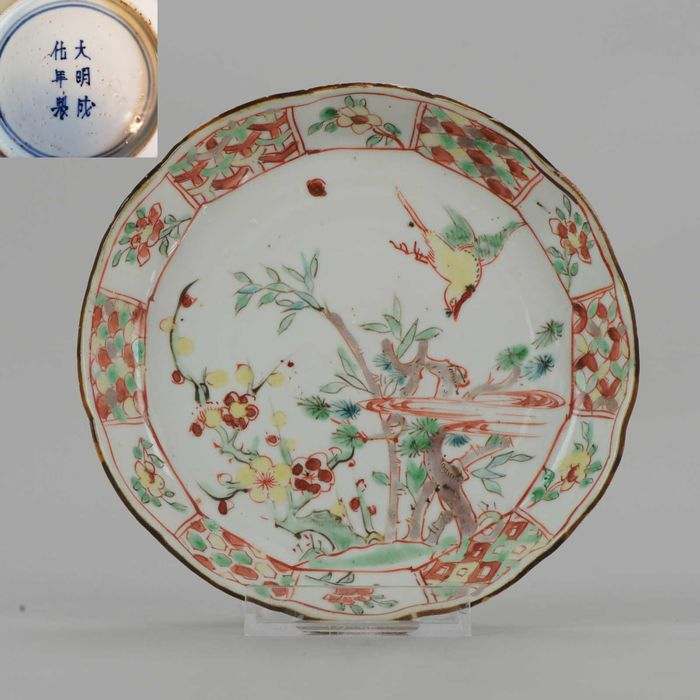 Assiette - Porcelaine - Chongzhen Three Friends of Winter - Chine - XVIIe siècle