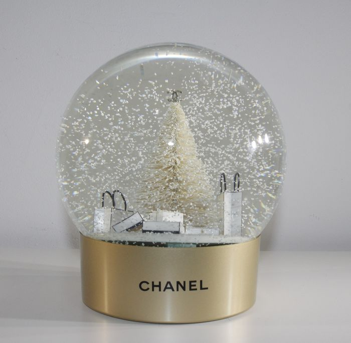 Chanel large Snowglobe - battery powered - Glass