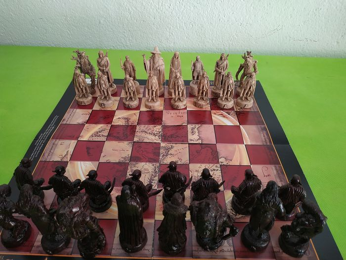 Chess set, Lord of the Rings - Hard rubber