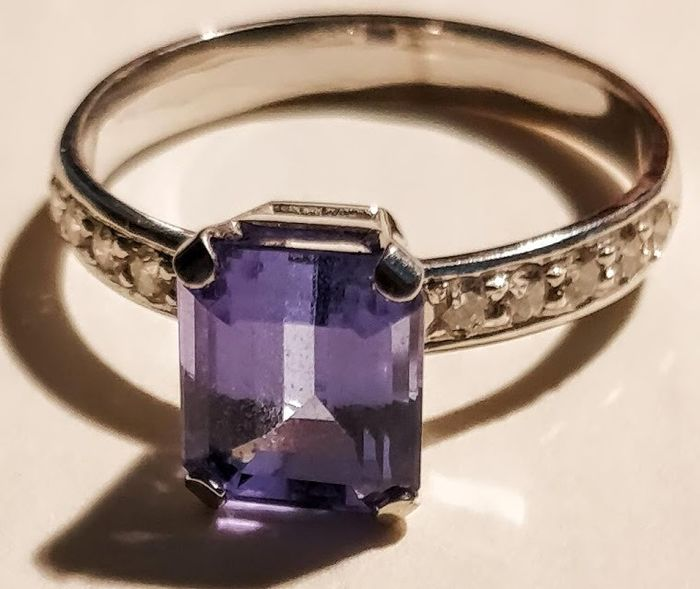 Tanzanite - 18ct. White Gold Tanzanite and Diamond Ring