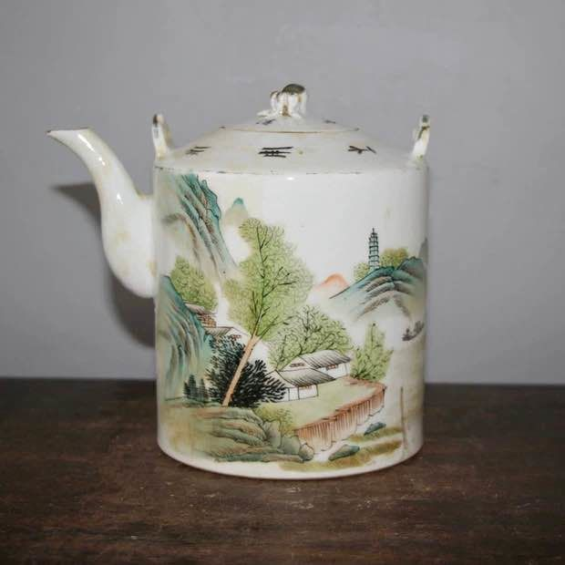 Teapot (1) - Porcelain - landscape - China - Republic period (1912-1949)