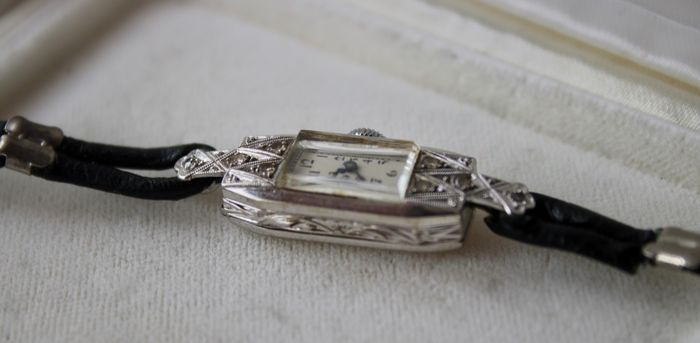 Platinum - Ca. 1920 Art Deco watch old cut Diamonds - Germany - perfect working staat