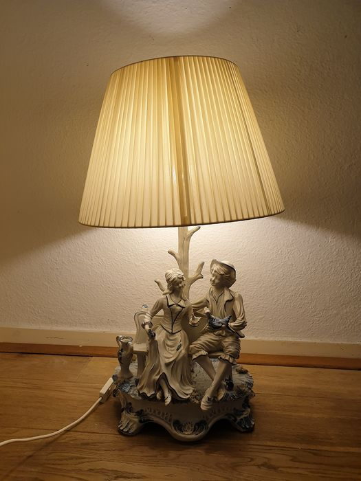 Italian porcelain painter, master - Capo Di Monte - Table lamp - Renaissance
