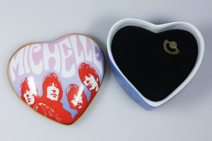 """Franklin Mint - © 1992 Apple Corps Limited™ - The Best of The Beatles """"Michelle"""" - Fine porcelain Music Box - 24 Carat gold accents - Extremely Rare"""