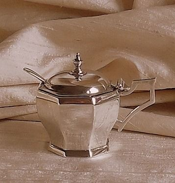 William Neale & Son Ltd. / Cooper Brothers & Sons - George V octagonal mustard pot with spoon - .925 silver