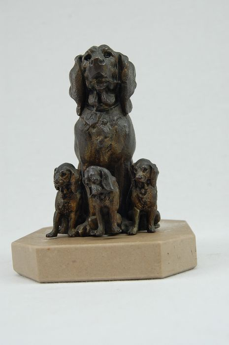 Sculpture, bloodhound with boy - Marble, metal alloy - mid 20th century